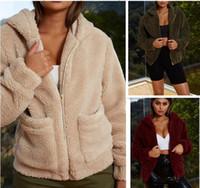 ingrosso velluto abbigliamento donna-Womens pelliccia del Faux giacche tuta sportiva di inverno con cappuccio velluto cappotti disegno della tasca allentato Abbigliamento Donna cappotti caldi morbida Outerwear Top