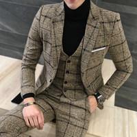 esmoquin ajustado al por mayor-3 piezas Trajes británica reciente Pantalón Escudo Real diseños del juego del vestido de otoño invierno gruesa adelgazan la tela escocesa de boda para hombre de esmoquin traje