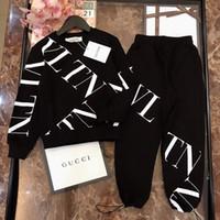 suéter de algodón negro al por mayor-Boy suéter para niños diseñador ropa para niños carta impresa suéter + pantalones 2 unids otoño algodón conjuntos de tela negro