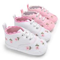 rosa blumen baby schuhe großhandel-Babyschuhe Weiß Rosa Stickerei Floral Kinder Kinder Weiche Neugeborene Schuhe Blume Prewalker Walking fit 0-2 T Kinder