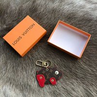 Wholesale 2019 new brand piglet mascot luxury key chain key chain door ring gift shop men and women souvenir car bag lock