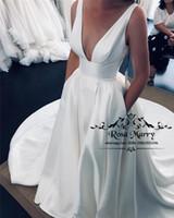 ingrosso semplice abito da sposa in stile greco-Modest Plus Size V Neck Abiti da sposa 2020 A Line semplice Satin Front Split Country Style greco Abiti da sposa Vestido De Novia