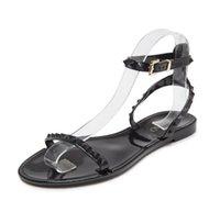 новые пластиковые сандалии оптовых-Европа и Соединенные Штаты Америки новые заклепки желе пластиковые сандалии женская мода открытым носком пляжная обувь