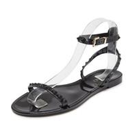 jalea dedo del pie abierto al por mayor-Europa y los Estados Unidos nuevas sandalias de plástico con remaches en forma de jalea zapatos de playa abiertos