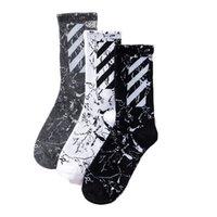 frauen stil socken großhandel-Herren Damen Designer Marke Socken Socken Tide Marke mit dem ursprünglichen Harajuku Stil neue diagonale Streifen Baumwollsocken Sport New Style