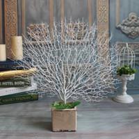 ingrosso fiori di corallo artificiali per le nozze-Artificiale bianco Peacock corallo rami di albero di plastica fiori artificiali casa matrimonio decorativo alto acquario paesaggistica 45 cm