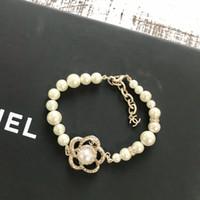 roses roses roses achat en gros de-Marque de mode perle perlé Bracelet 2018 NOUVEAU Designer classique De Luxe Fleur De Luxe Perle bracelets pour Femmes C223