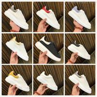 vestidos de terciopelo de las mujeres al por mayor-Batir Mujeres Hombres Zapatos casuales Negro Blanco Zapato deportivo Diseñadores de lujo Zapatos Cuero Colores sólidos Vestir Zapatillas de deporte Zapatillas de terciopelo Heelback