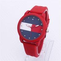 ingrosso orologi migliori progettati-AAA + marchio di vendita calda TH nuovi uomini di stile orologi sportivi con design alla moda popolare orologio al quarzo casuale migliore regalo