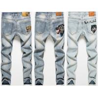 jeans desgastados de rodilla al por mayor-Pantalones vaqueros negros de diseñador para hombre 2019 Nueva moda Primavera Hombre Pantalones vaqueros de mezclilla desgastados Agujeros de rodilla Pantalones vaqueros de bicicleta destruidos lavados Talla 28-38