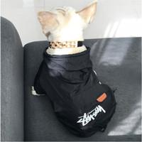 perro sudaderas impermeables al por mayor-Marca de moda del perro casero de protección solar a prueba de agua del verano hoodies suéter doméstico del diseño de ropa al aire libre tendencia de peluche Bulldog Schnauzer Ropa