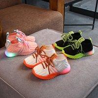 zapatos deportivos para niños light al por mayor-Calzado deportivo niños otoño LED al aire libre enciende para arriba con cordones de los zapatos de los muchachos transpirable Athletic Shoe niñas corriendo casual zapatos 07