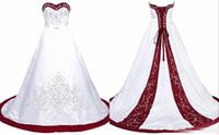 vestido de novia blanco tren rojo al por mayor-Elegante vestido de novia rojo y blanco bordado princesa satén una línea de encaje hasta la espalda tren lentejuelas con cuentas largos vestidos de boda baratos