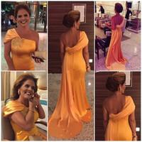 gelin kıyafeti için boncuklu kayışlar toptan satış-Bir Omuz Altın Anne Gelin Elbise Aplikler Boncuklu Zarif Elbise Anne Geri Sapanlar için Afrika Düğün Parti Elbise