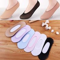 calcinha sapatos chinelo venda por atacado-10 pares das mulheres meias cor sólida invisível meias de algodão verão mulheres chinelos de gel de silicone antiderrapante baixo cut forro de sapato