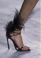 avestruz venda por atacado-Desfile de moda mulheres avestruz cabelo decoração Fina de salto alto Sandálias de Penas Pretas Sandálias de Dedo Aberto Concise Estilo Senhoras Gladiador Sandálias