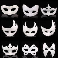weiße maskenmalerei gesichter großhandel-DIY hand masken papier maske gemalt halloween weiß gesichtsmaske krone schmetterling leer maskerade cosplay blan kind ziehen partei masken requisiten ffa2609