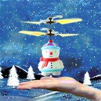 ingrosso aerei per bambini-Neve bambino induzione sensore Aircraft Mini pupazzo di neve elettrico RC Helicopter Drone automatico Avvio Flyer elettronici Giocattoli di Natale per bambini