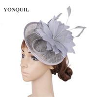 19ea83f15eb4 Sinamay party derby fascinator donne cappello da sposa colore grigio piuma  fiore signore copricapi eleganti fancy fasce fascinators