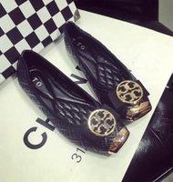 pisos de arco de otoño al por mayor-Venta caliente negro gris mujeres pisos nuevo otoño zapatos planos hebilla de metal arco cabeza cuadrada zapatos de mujer zapatos de moda más el tamaño 35-42