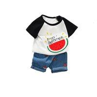 ingrosso vestito da bambino-Vestiti estivi per bebè casual Completi per bebè simpatici per maschi Abiti per bebè T-shirt + pantaloncini jeans Ragazzi Abbigliamento Imposta abiti firmati per bambini