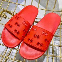 резиновая обувь для мужчин оптовых-Мужчины Женщины Резиновые Горки Сандалии Новая Мода Роскошные Горки Дизайнерская Обувь Высокого Качества Летний Пляж Мулы Широкие Плоские Скользкие Сандалии Тапочки