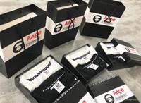 zweiteilige kisten großhandel-2019Mens Designer New Arrivals AAPE Mode der Männer Das T-Shirt Ein Kasten von zwei Stücke schwarz-weiße kurze Hülsen-beiläufige Top Tees