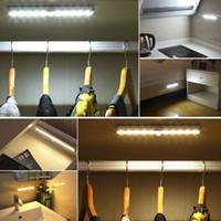 sensor de luz led inalámbrico al por mayor-Sensor de movimiento PIR inalámbrico LED debajo de la luz del gabinete Encendido / apagado automático Ahorro de energía Pasillo interior / exterior Escalera Lámpara del gabinete