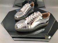 красная удобная обувь оптовых-Новый Дизайнерский Бренд Red Bottom Shoes Модные Шипы Шипованные Шипы Квартиры Кроссовки Удобные Любители Вечеринок Натуральная Кожа Повседневная Обувь