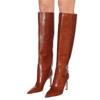 botas largas blancas de mujer al por mayor-Zapatos blancos negros de la mujer atractiva de los tacones altos de cuero estampado cocodrilo del muslo botas de alto de las mujeres largas y puntiagudas de los botines del dedo del pie Tamaño 35-43