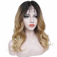 dunkle erdbeerblondine großhandel-Frauen Synthetische Lace Front Perücke Kanekalon Haar Dark Roots Strawberry Blonde Ombre Natürliche Welle Lange Frisur Perücken