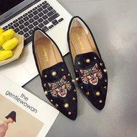 nouvelle mode de chaussures achat en gros de-Chaussures plates pour femmes Slip On Casual chaussures en tissu Lady Loafer à bout pointu Fashion Plus Size Espadrilles Femme Chaussures nouveau