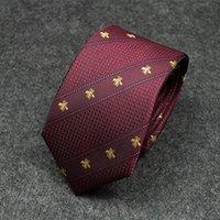 krawatte marine farbe großhandel-Krawattenmann 2019 neue marineblaue Persönlichkeitsdiagonalstreifen färben zusammenpassende zufällige Krawatte des Bienenmuster-Geschäfts