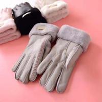 yetişkin kış eldivenleri toptan satış-Yetişkin Kış Açık Sıcak UG Eldiven Marka Tasarımcısı eldiven Kadın Erkek Kürk Deri Beş Parmak eldiven Düz Renk Mitten womens mens hediye