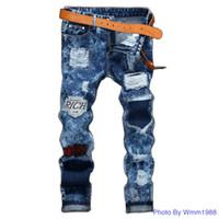 jeans rotos parcheados al por mayor-Mejor precio Insignia Jeans Hombres pierna recta Europea y americana de alta calidad Jeans de hombres Parche rasgado Copo de nieve Scratch Design Jeans al por mayor