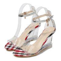 ingrosso scarpe con cinghie di piccole dimensioni-2019 New Estate trasparente della ragazza di piccola dimensione di moda punta aperta cunei spessi con i tacchi alti sandali femminili Pattini MS-A0088