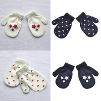 ingrosso guanti carino ragazzi-7 stili Fashion Design Keep Warm In Winter Kids Lovely Guanti Knitting Glove Cute Boys Girls Mittens Warms Gloves Christmas Best Gift M558A