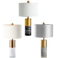 lampara moderna china al por mayor-Moderna lámpara de mesa decorativa de metal de lujo estadounidense Estilo chino salón dormitorio estudio jazz simple lámpara de mesa de mármol blanco
