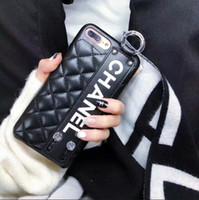 caso de couro smartphone venda por atacado-Luxo Pu Caso de Telefone de Couro Pulseira Banda Estilo Casos de smartphones para iPhone X 8 8 P 7 7 P 6 6 s Plus Tampa Traseira Famosa marca