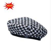 weibliches barett großhandel-Neue Herbst-Winter-Plaid-Beret Hüte für Frauen Französisch Mützen Mode Weiblich Houndstooth Berets Schwarz Berets mit justierbarem Seil