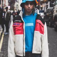 цвет зимняя куртка оптовых-18FW Box Logo Экспедиция флисовой куртки Color Matching сращивания зимы куртки Мужчины Женщины пальто Мода Улица Верхняя одежда высокого качества HFYMJK195