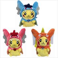 ücretsiz cosplay oyuncaklar toptan satış-21 cm Cosplay Peluş Bebek Oyuncaklar Çocuk Pikachu Magikarp Gyarados Peluş Bebek Oyuncak Pelerin Pikachu Ücretsiz Kargo