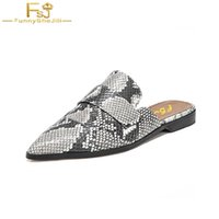 schuhe rückenfrei  groihandel-Schuhe Frau Snake Print Haut Hausschuhe Frauen Retro Backless Outting Müßiggänger Flache spitze Zehe Mule Casual Slides gg 2018 Designer