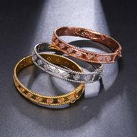 gold armbänder für bräute großhandel-Frauen Armreif Überlegene Qualität 3 Farben Kleemuster Zirkonia Armbänder Armreifen Edler eleganter Stil Braut Modeschmuck