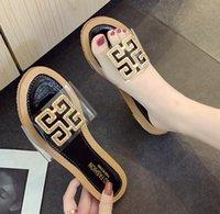 chaussures sans poussière achat en gros de-Top femmes sandales sac à poussière designer chaussures luxe Slide Summer Fashion Wide Sandales plates Slipper Livraison gratuite