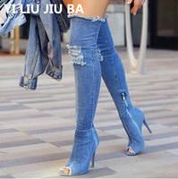 mezclilla peep toe al por mayor-Botas sexy para mujer Botas altas para el muslo Por encima de la rodilla Bottes peep toe Bombas Agujero Azul Tacones Cremallera Jeans Denim Zapatos Botas G248