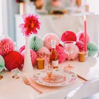 papier hochzeit gewebe großhandel-5cm + 8cm Menge von 60 gemischten Größen Seidenpapier Honeycomb Balls Dekorationen Honeycomb Paper Party Hochzeit Home Garden