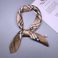 österreichische kristallbrosche geben verschiffen frei großhandel-Designer-Schal für Frauen-Polyester-Plaid-Punkt-Luxusschal-Marken-Kopf-Verpackungs-Schal-Tischdecken-Badetuch Freies Verschiffen