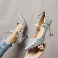 Beige Tacones altos zapatos de novia con cordones 2019 Branded Bombas en punta de deslizamiento de la cuña sandalias de las señoras de Bling Bling