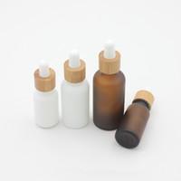 gotero para botella de aceite esencial al por mayor-15ml 30ml 50ml botella ámbar blanco esmerilado de vidrio con gotero con bambú Cap 1 oz de cristal de bambú Botella de aceite esencial